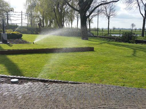 Landelijke tuin met beregening